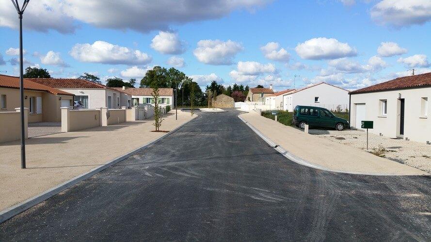 Réalisation d'un enrobé avec pavé sur le secteur de Mouzeuil Saint Martin (85370), par l'entreprise SOTRAMAT TP de Fontenay le Comte (85200 Vendée)